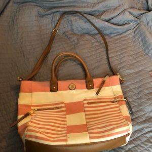 Tommy Hilfiger purse w/ detachable shoulder strap